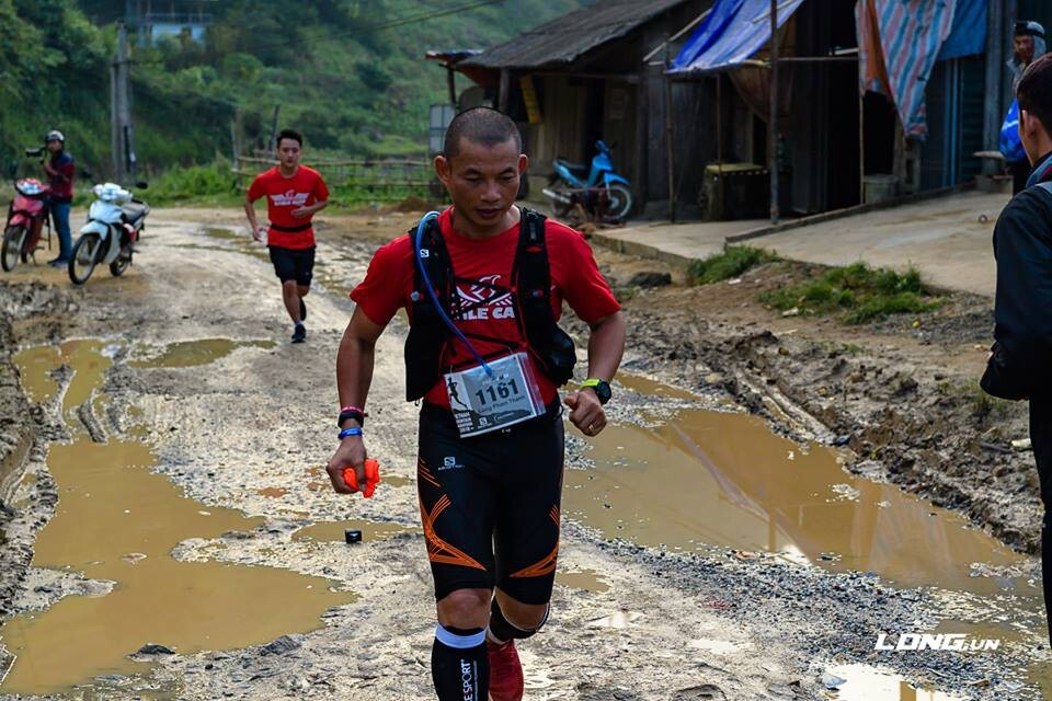 Phạm Thành Long trong giải chạy VietnamMoutain Marathon, cự ly 100 km
